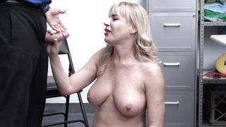 Dana DeArmond prolabiert ihr Drecksloch, während sie Bananen kackt